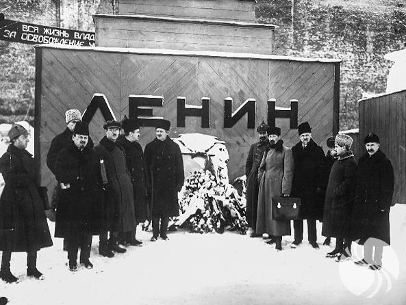 列宁墓配图2.png