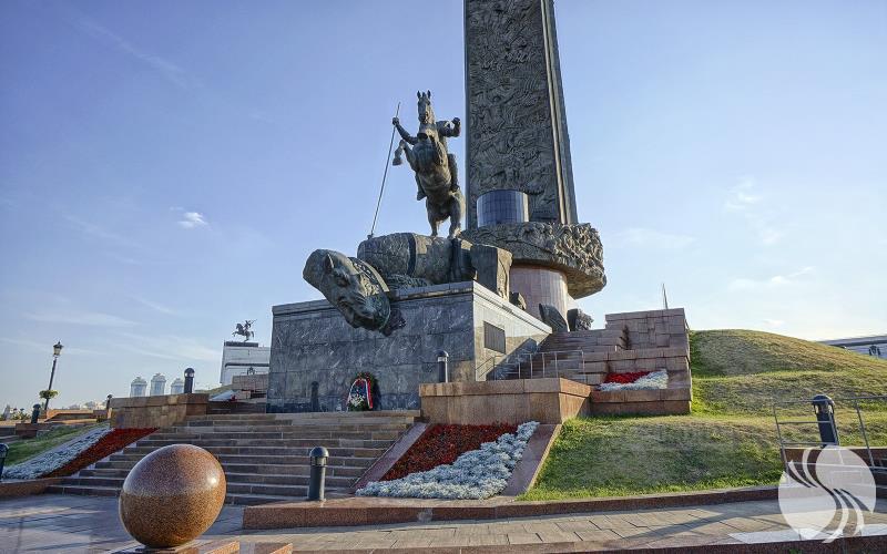 俄罗斯勇士格奥尔基持长矛英勇刺杀毒蛇的雕像。.jpg