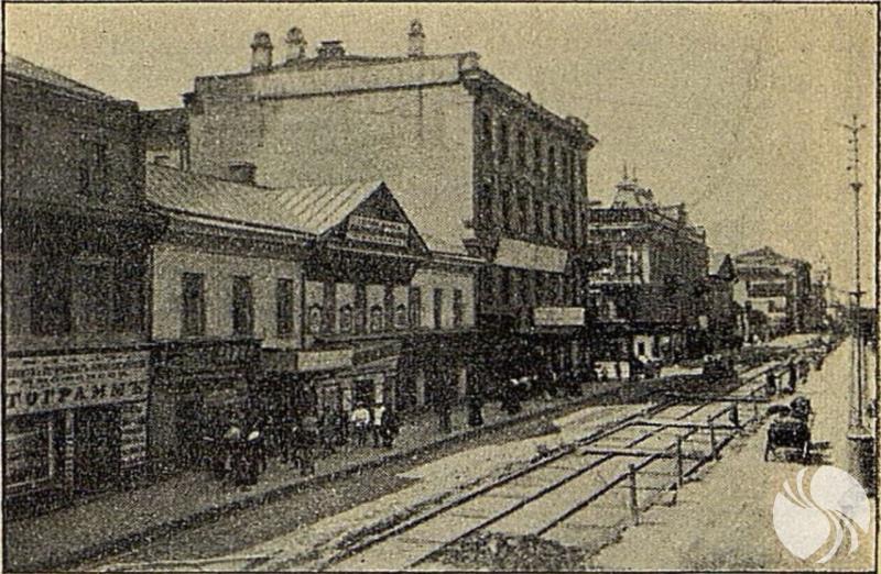 1904年在狭窄的特维尔街上铺轨.png